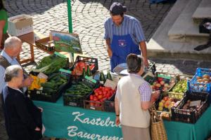 Bauernmarkt in Kastelruth mit unserem Obst und Gemüse vom Bauernhof