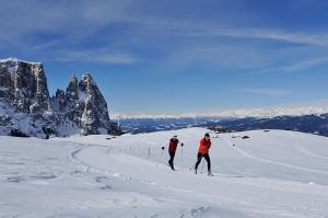 Langlaufen im Winter auf der Seiser Alm